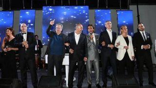 """Ο Κοτζιάς χέρι-χέρι με τον Τούρκο ομόλογό του τραγοδούν το """"We are the world"""" #sxima_logou"""