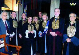 Μέλη και τιμώμενα πρόσωπα σε εκδήλωση του Εθνικού και Καποδιστριακού Πανεπιστημίου Αθηνών