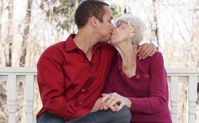το… ζευγάρι είναι μαζί επί πέντε χρόνια και μάλιστα έχει και ενεργή σεξουαλική ζωή.
