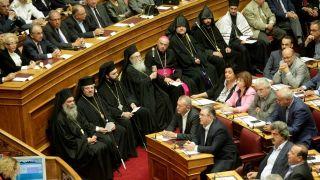 Ορκίστηκε και η νέα Βουλή, ενώ τις εντυπώσεις έκλεψαν οι απεσταλμένοι του Σάουρον. Βραβείο Nazgûl