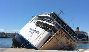 Από το ναυάγιο του πλοίου Παναγία Τήνου