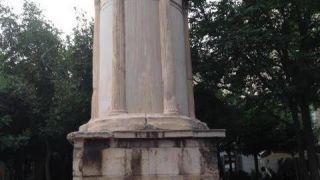 Μνημείο Λυσικράτη, Πλάκα, Αθήνα
