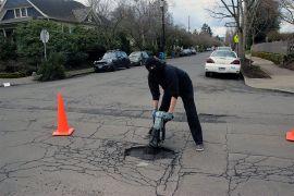 Στο Πόρτλαντ οι αναρχικοί 'φτιάχνουν' τις λακκούβες στους δρόμους. Αναρχία στην αναρχία :Ρ